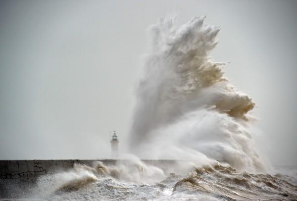 Шторм «Имоджен» у южных берегов Великобритании. Фото: Glyn Kirk/AFP/EastNews
